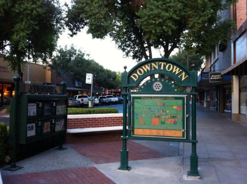 visalia_downtown_02
